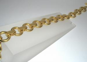 B0309B yellow gold heavy round links with connecting link (800x570)